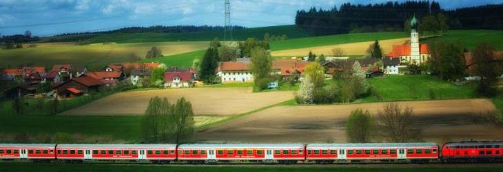Blick von Holnburg auf Niedergeislbach, an der Bahnlinie München - Dorfen